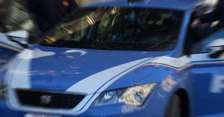 Polizia, comunicato: La Volante nota tre giovani donne sospette in viale Marconi. Una viene denunciata dalla Polizia di Stato per il possesso di cacciaviti ed altri arnesi