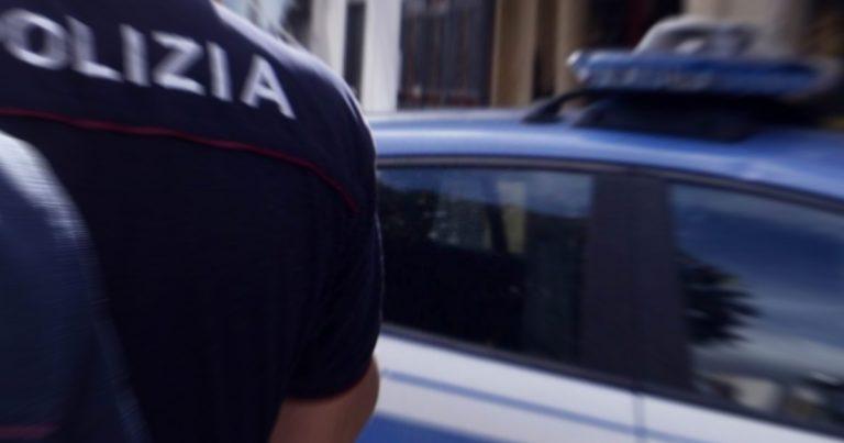 Polizia, Nonostante i divieti della zona rossa, la Polizia interrompe una festa tra amici a base di arrosticini.