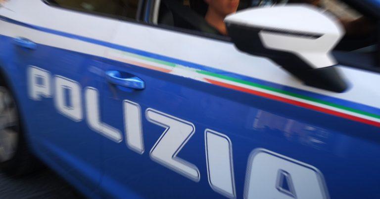 Polizia, Si mostra agitato ad un controllo delle Volanti che gli trovano in macchina 700 grammi di hashish. Arrestato dalla Polizia di Stato