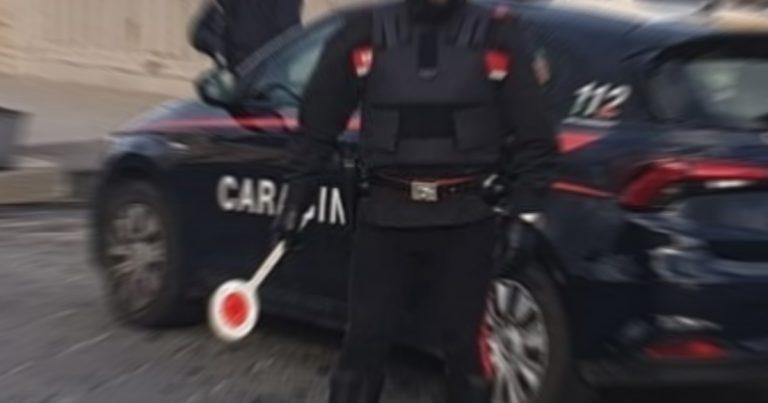 Carabinieri, Furti: fuggono in moto e speronano auto Cc, 20enne arrestato